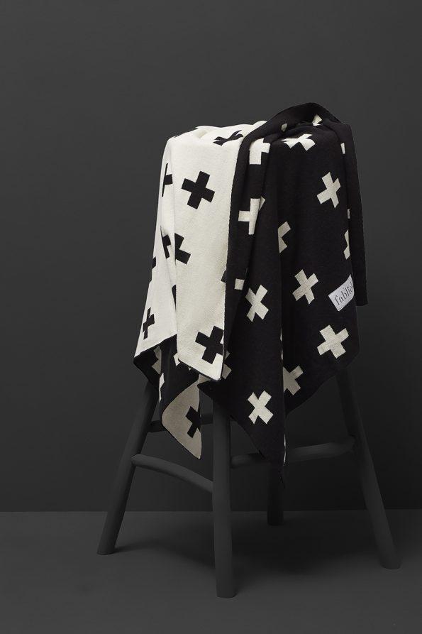 fabliek black and white knitted blanket