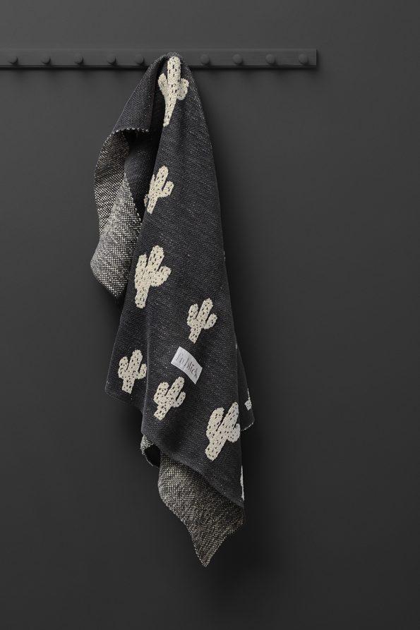 fabliek cactus knitted blanket