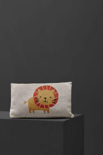 fabliek lion knitted pillow