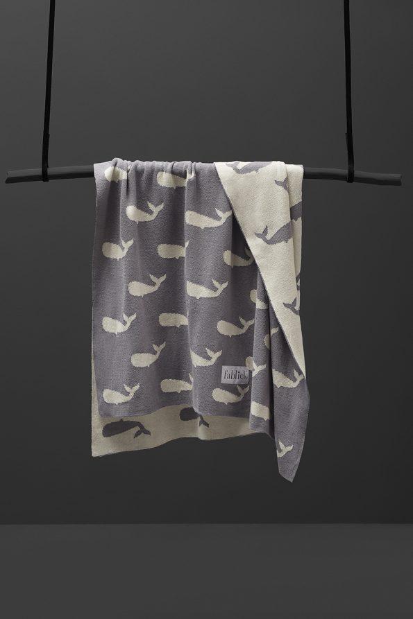 fabliek whales knitted blanket